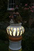 Leuchte Säule Frau